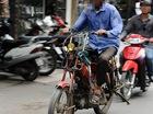 Vì sao xe máy cũ nát tiếp tục được lưu hành ở Hà Nội?