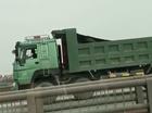 Hà Nội: Xe ben đi lùi ngược chiều trên đường cao tốc trên cao
