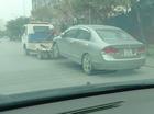 """""""Đắng lòng"""" cảnh Honda Civic bị kéo trên đường với lốp sau bị khoá"""