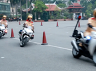 Xem nữ sinh Học viện Cảnh sát biểu diễn cùng xe phân khối lớn