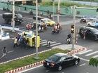 Đà Nẵng: Va chạm với Toyota Fortuner, taxi lật nghiêng trên phố