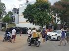 """Bình Dương: Va chạm với Mazda3, """"thánh lật"""" Toyota Fortuner nằm nghiêng trên phố"""
