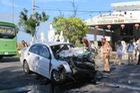 Tai nạn khiến ôtô nát đầu, 4 người trọng thương
