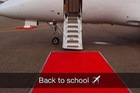 Con nhà giàu London trở lại trường học bằng siêu xe và chuyên cơ
