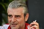 Giám đốc đội đua F1 của Ferrari bị bắt vì vứt đầu lọc thuốc lá xuống đường