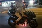 Ống xả của siêu mô tô Kawasaki Ninja H2R nóng đỏ vì