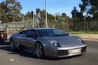 Lamborghini Murcielago kéo toa moóc chở gia súc như ô tô bán tải