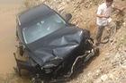 Hà Nam: Va chạm với xe ben, Audi Q5 rơi xuống ruộng