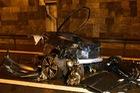 Tai nạn thảm khốc trong đường hầm khiến BMW i8 vỡ thành 3 mảnh, 2 người tử vong