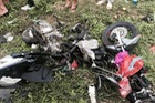 Bị xe tải đâm, Honda Airblade nát bét, 3 người trong 1 gia đình thương vong