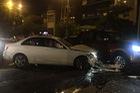Hà Nội: Mercedes-Benz C250 đâm 2 taxi, 1 xe bán tải rồi bỏ chạy