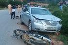 Lạng Sơn: Toyota Camry đâm 2 xe máy, 2