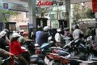 Xăng tăng giá trong ngày bão Thần Sấm vào Việt Nam