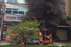 Hà Nội: Xe buýt cháy như đuốc trên phố