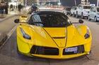 Ferrari LaFerrari Aperta giá 45 tỷ Đồng đầu tiên mang ngoại thất vàng rực