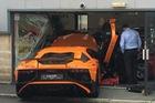 Nhiếp ảnh gia đâm hỏng siêu xe hàng hiếm Lamborghini Aventador SV