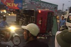 Ninh Bình: Lật xe khách giữa ngã tư hơn 20 người nhập viện