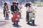 Nguyên dàn mặc chất, cưỡi Vespa cổ trên phố Sài Gòn: Quá nhiều cái đẹp trong một tấm hình!