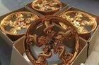 Mâm rồng mạ vàng giá 100 triệu Đồng: cầu kỳ mà kém thẩm mỹ