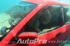 Làm thế nào để sống sót khi xe rơi xuống nước