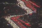 Hàng nghìn xe kẹt cứng trên cao tốc 12 làn ở Mỹ dịp Lễ Tạ ơn