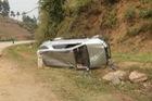 Toyota Fortuner lật nghiêng tại Sơn La, hư hỏng nặng
