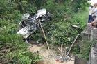 Bình Định: Toyota Innova bị vò nát vì va chạm với tàu hỏa, 4 người tử vong
