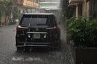 Mưa như trút nước, nhiều tuyến phố Hà Nội