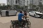 Hà Nội: Nữ tài xế lái Mazda6 đâm lật Toyota Land Cruiser Prado