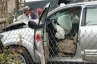 Đà Lạt: Toyota Fortuner đi đón dâu đâm vào gốc cây, bung cả 2 túi khí