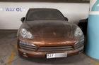 Xót xa với Porsche Cayenne đời cũ, màu hiếm, làm bạn với bụi trong hầm đỗ xe