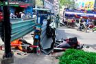 TP.HCM: Xe ba gác chở tôn cứa vào người đi đường khiến 2 người nhập viện
