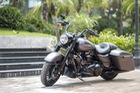 Gặp gỡ Harley-Davidson Road King Special 2017 đầu tiên tại Việt Nam
