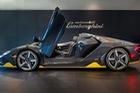 Cận cảnh Lamborghini Centenario mui trần 2 triệu USD đầu tiên được bàn giao cho khách hàng