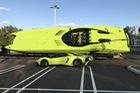 Cặp đôi Lamborghini Aventador SV Roadster và xuồng cao tốc