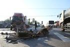 Xe khách bị tông lật nghiêng, 9 người thương nặng
