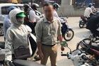 Bắt đền sau va chạm giao thông bất thành, tài xế ô tô ném chìa khóa xe máy của người phụ nữ