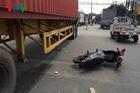 Vợ bị xe container cán chết thương tâm trước mặt chồng