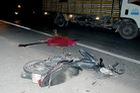 Tiền Giang: Xe máy tông người đi bộ, 2 người thương vong