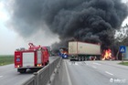 Thanh Hóa: Xe giường nằm đâm xe đầu kéo rồi cùng bốc cháy, hành khách hoảng loạn