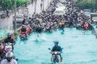 Chán cảnh ngập lụt dầm dề ở Bangkok, dân mạng