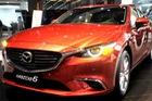 Mazda 6 giảm giá 2 lần/tháng, Camry xuống giá hơn 100 triệu