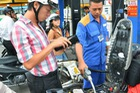 Giá xăng giảm mạnh 860 đồng/lít từ 15 giờ chiều nay