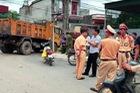 Bé 14 tuổi tử vong vì va chạm xe cảnh sát khi băng qua đường