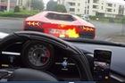 Đua cùng siêu xe Lamborghini Aventador, Ferrari 458 Speciale Aperta suýt bốc cháy dữ dội