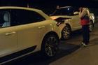 Hà Nội: Xót xa cặp đôi Porsche Macan và Range Rover tông nhau trên phố