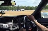"""Chóng mặt"" với màn drift Mercedes-Benz E63 AMG của Lewis Hamilton"