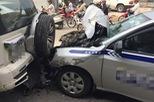 Hà Nội: Va chạm liên hoàn giữa 4 tô tô, đường Nguyễn Xiển ùn ứ gần 3 tiếng