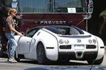 """Chồng của """"thiên nga nước Úc"""" Nicole Kidman lái Bugatti Veyron xuống phố"""