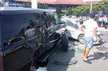 Hà Nội: Bị taxi đâm, SUV hạng sang Cadillac Escalade rụng bánh